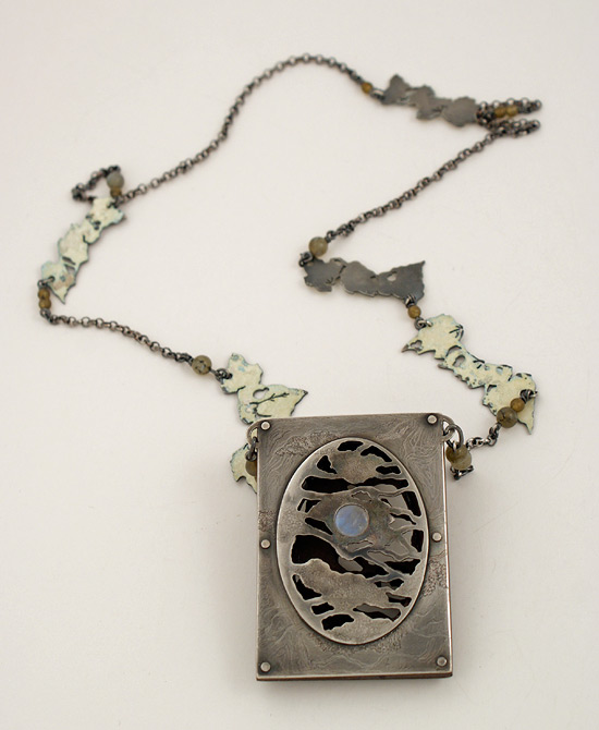 full_moon2_necklace_back